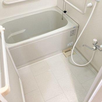 お風呂はゆったり清潔感があります。