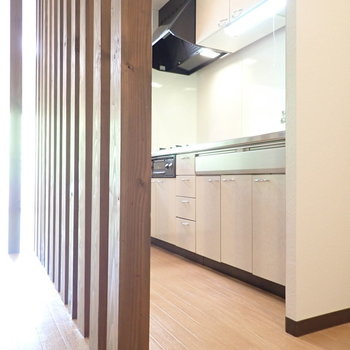 キッチンは廊下からも居室からも見えにくくなっています!これは廊下から。