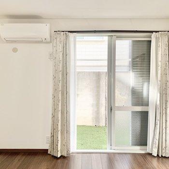 【洋室7帖】寝室として使えそうです。※照明・カーテンは残置物です