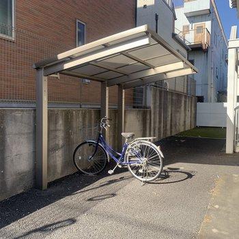 屋根付きの自転車置き場です。