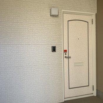 1階は1フロア、2階は2フロアになっています。