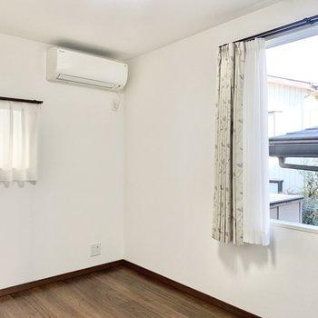 【洋室6帖】子ども部屋や趣味部屋として良いですね。※照明・カーテンは残置物です