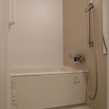 お風呂もスッキリとしたデザイン。