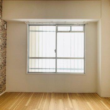 【玄関横洋6】お部屋全ての雰囲気が統一されています。こちらは2人の寝室に。