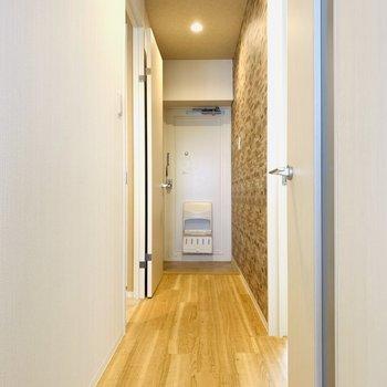 ユーティリティーと洋室は廊下からアクセス。