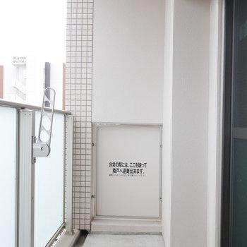 ベランダは十分なサイズ(※写真と文章は10階反転似た間取り別部屋のものです)