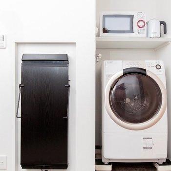 室内に洗濯機があります。長期滞在の方にも嬉しい設備ですね。