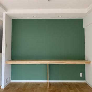【イメージ】居室の右側にはこちらのグリーンのクロス。かわいいのにシックな雰囲気◎