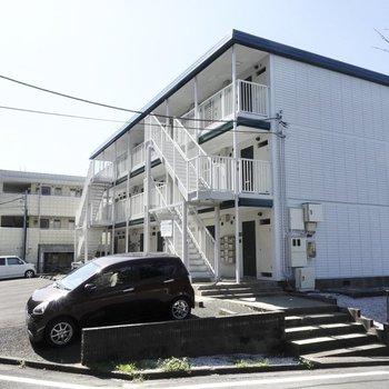 閑静な住宅街に建つ、こちらのマンション。