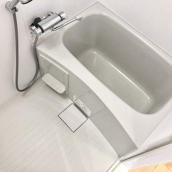 浴室はとってもシンプル。1人暮らしにはちょうど良い広さ。