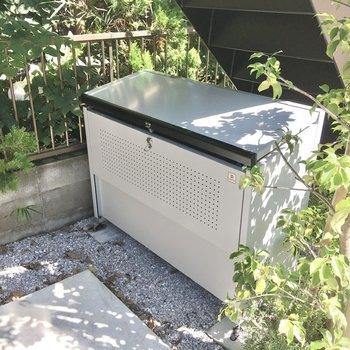 ゴミ置き場は敷地内にありました。