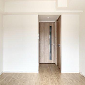 木目調の内装でとっても落ち着きます。※写真は4階の反転間取り別部屋のものです