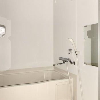 浴室乾燥機能付きです。※写真は4階の反転間取り別部屋のものです