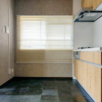 キッチン横にも窓があるのがうれしいです。