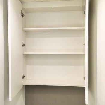 上部には備品を収納しておけます。