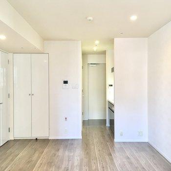 コンセントはお部屋の四隅に設置されています。