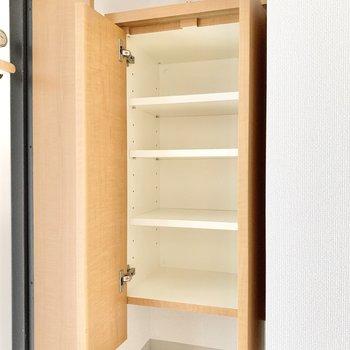 収納が足りない場合は上に棚をプラスしてくださいね。 ※4階の類似間取り別室の写真です。