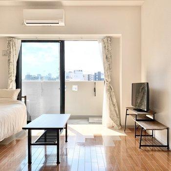 窓際に大きめの観葉植物を置きたいなぁ。 ※4階の類似間取り別室の写真です。