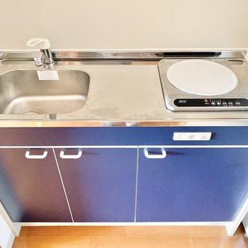 流しは小さめなので、洗い物はこまめにしましょう。 ※4階の類似間取り別室の写真です。