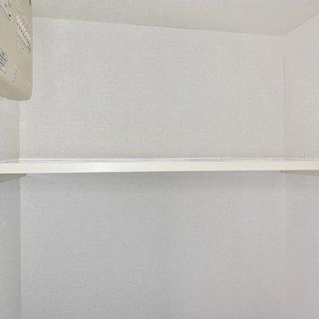 ペーパーのストックは上の棚に。 ※4階の類似間取り別室の写真です。