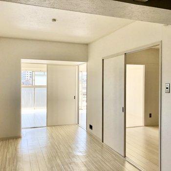 全ての部屋が見通せる◎真っ白で明るく感じます。