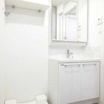 洗面台も大きめで使いやすそう。(※写真は13階の反転間取り別部屋のものです)