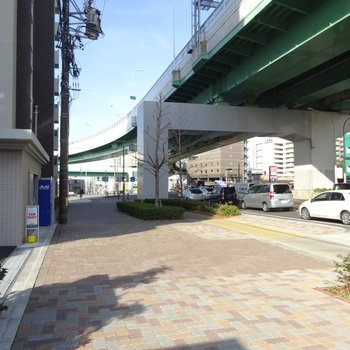 この道路に沿っていくと山王駅へ。