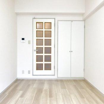 窓から。ホワイトチョコレート…?※写真は2階の同間取り別部屋のものです