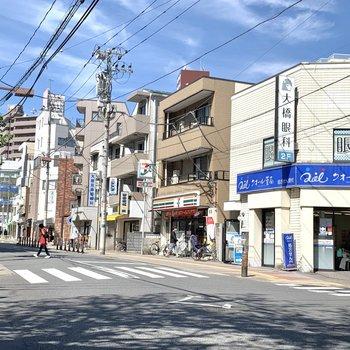 周辺にはクリニックやコンビニ、飲食店がありました。
