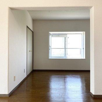 【リビング】お好みのクロスで、空間を素敵に隠すのもいいかもしれません。