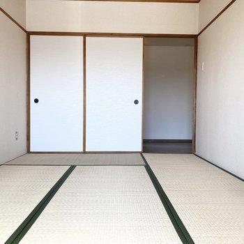 【和室】あえて、洋風の家具を置いて、モダンな空間に。