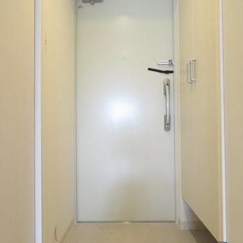 玄関も広く。(※写真は7階の同間取り別部屋のものです)
