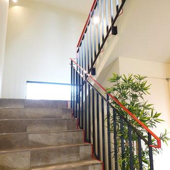 階段のデザインも素敵なので普段のちょっとした息抜きになりそう。