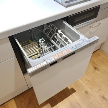 さらに食洗機まで付いています!家事の時間を減らすこともできるんです。