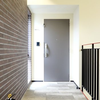 玄関前など共用部の造りにもこだわりがあります。