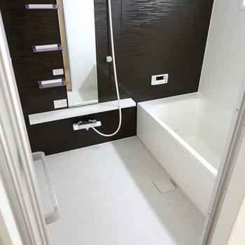 お風呂もかなり広め。洗い場だけで平均的な賃貸のお風呂ぐらいあります。
