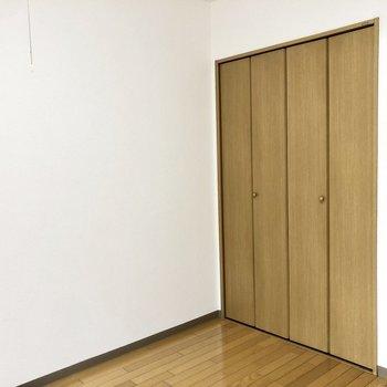 クローゼットもありますよ。※写真は2階の同間取り別部屋のものです