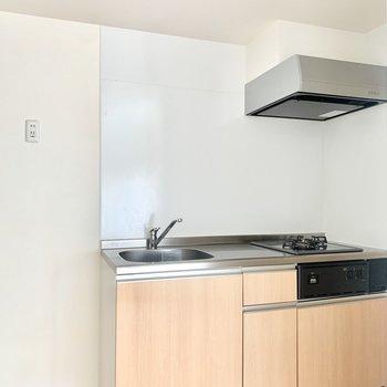 冷蔵庫はキッチンの左横に置けます。