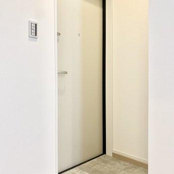 玄関はお部屋が見えにくい位置にあるのが安心です。