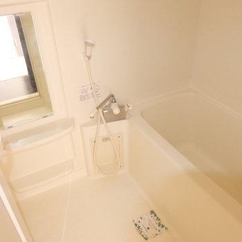 お風呂はサーモ水栓で温度調節も楽ちん。浴室乾燥機付き♩(※写真は9階の同間取り別部屋のものです)