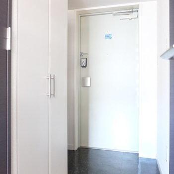 玄関にはシューズボックスもありますよ!(※写真は9階の同間取り別部屋のものです)