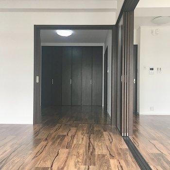 【洋室6.2帖】スライドドアを開ければ開放感が出ます。