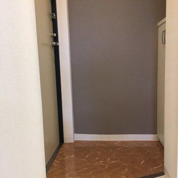 すっきりとした玄関(※写真は4階の同間取り別部屋のものです)