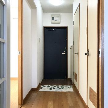 洋室は廊下側に(※写真の小物は見本です)