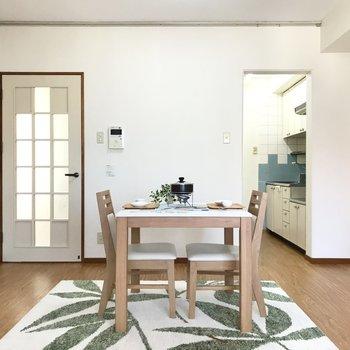 キッチンは半個室なのがうれしい(※写真の家具小物は見本です)