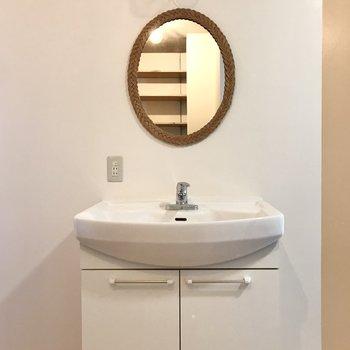 丸い鏡が可愛い…!