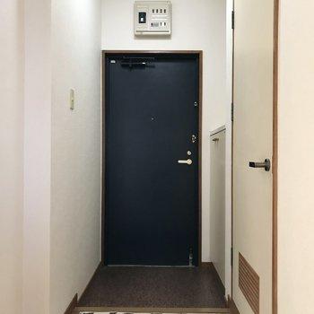 玄関はひとりずつ入るのがいいかな