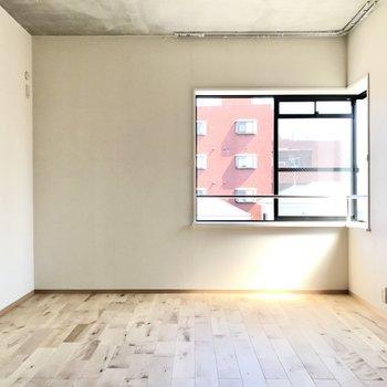 こちらのスペースは8.2帖。くつろぎスペース兼書斎として使ってもいいなぁ