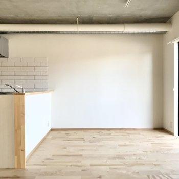 キッチン前にダイニングテーブルを置きたい