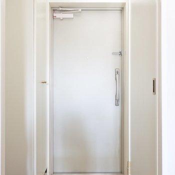 玄関もすっきりとね(※写真は13階の同間取り別部屋、モデルルームのものです)